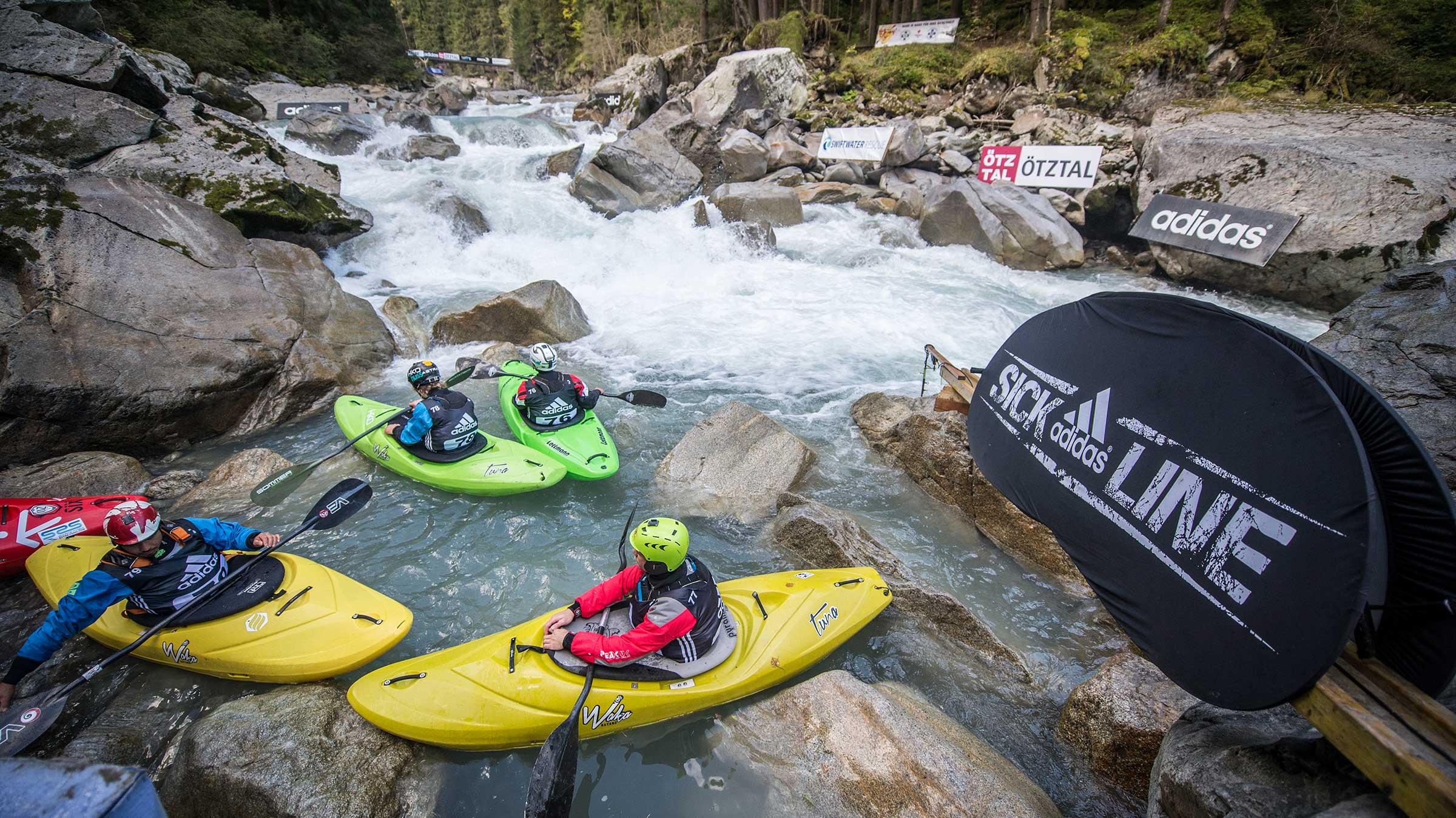 Kayaker warten im Wasser - adidas Sickline, Ötz, Ötztal, Tirol