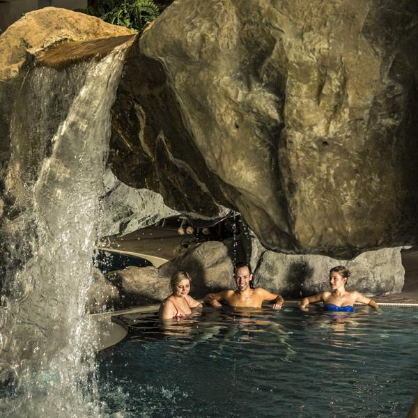 Grotte im Erlebnisbad Sölden