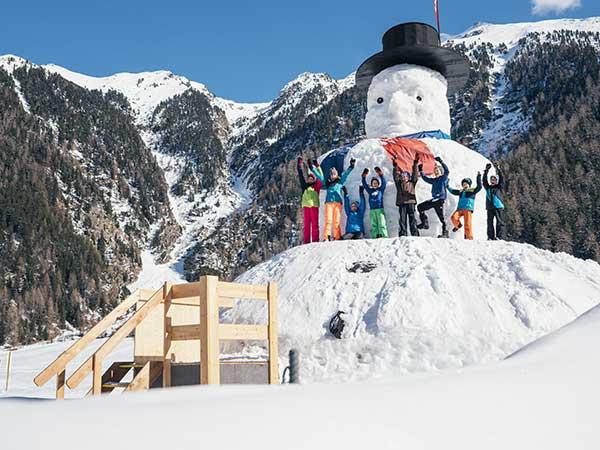 Kinder vor Ötztal Schneemann - Niederthai Card, Ötztal, Tirol