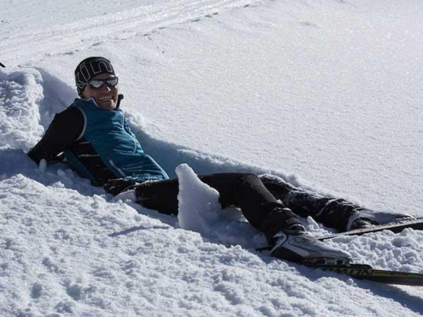 Langläufer im Schnee - Langlaufen