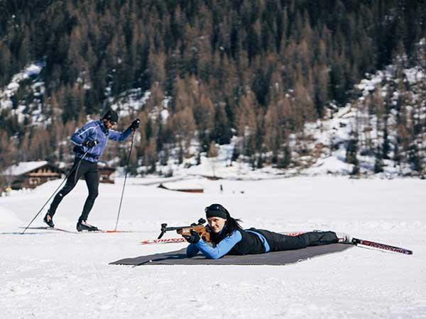 Langläufer und Biathletin in Niederthai - Langlaufen