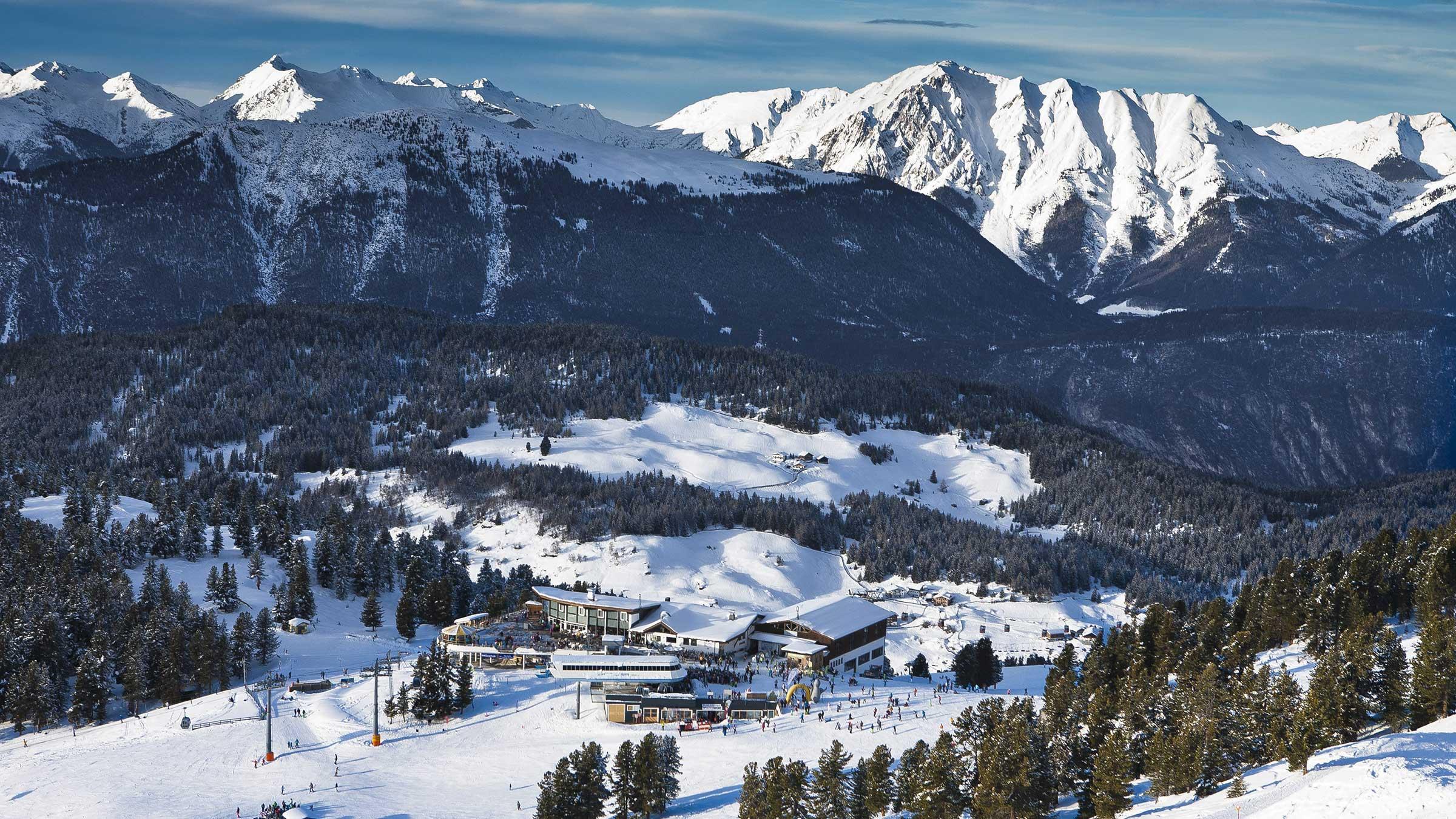 Skigebiet Hochötz mit Panoramarestaurant - Winterstart in Hochötz
