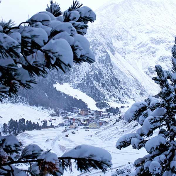 Blick auf verschneites Vent - Schneeschuhwandern Vent
