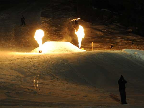 Mondzauber Night Ski Show