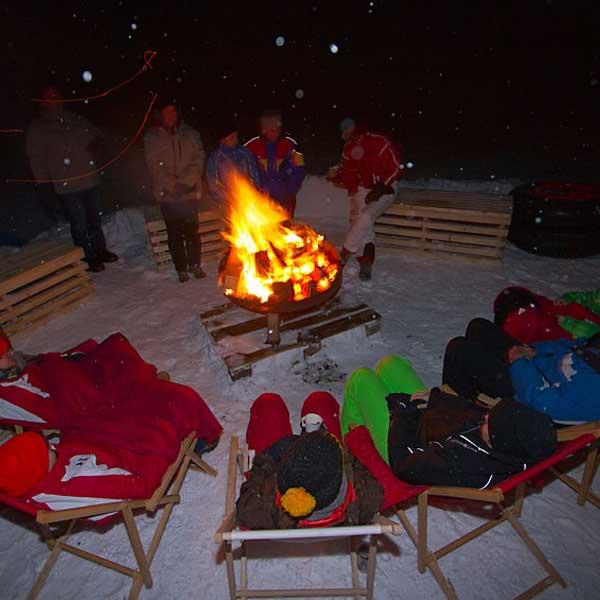 Lagerfeuerromantik - Schneedorf