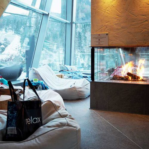 Sitzsack-Liege und Kamin - Ski und Wellness