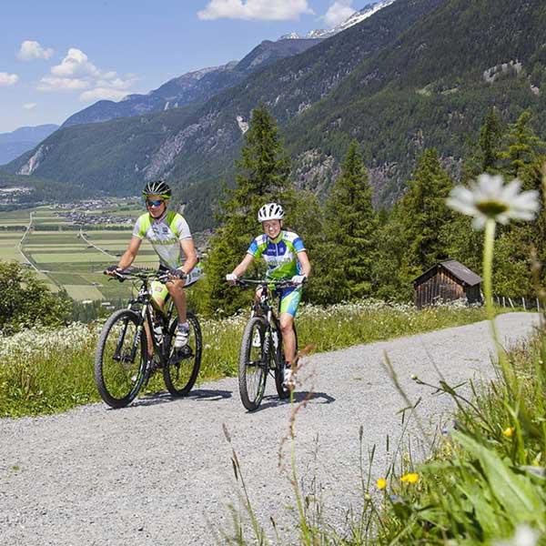 Mountainbiker bei Längenfeld - Ötztal Ostern