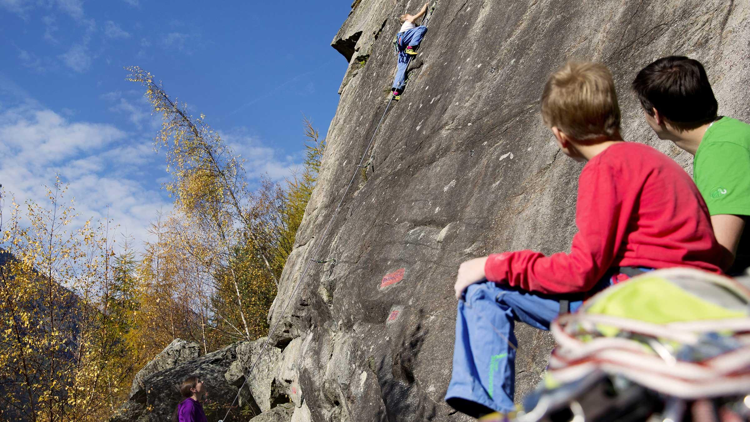 Familie beim Klettern - Sicherheitscheck Kletterrouten Ötztal