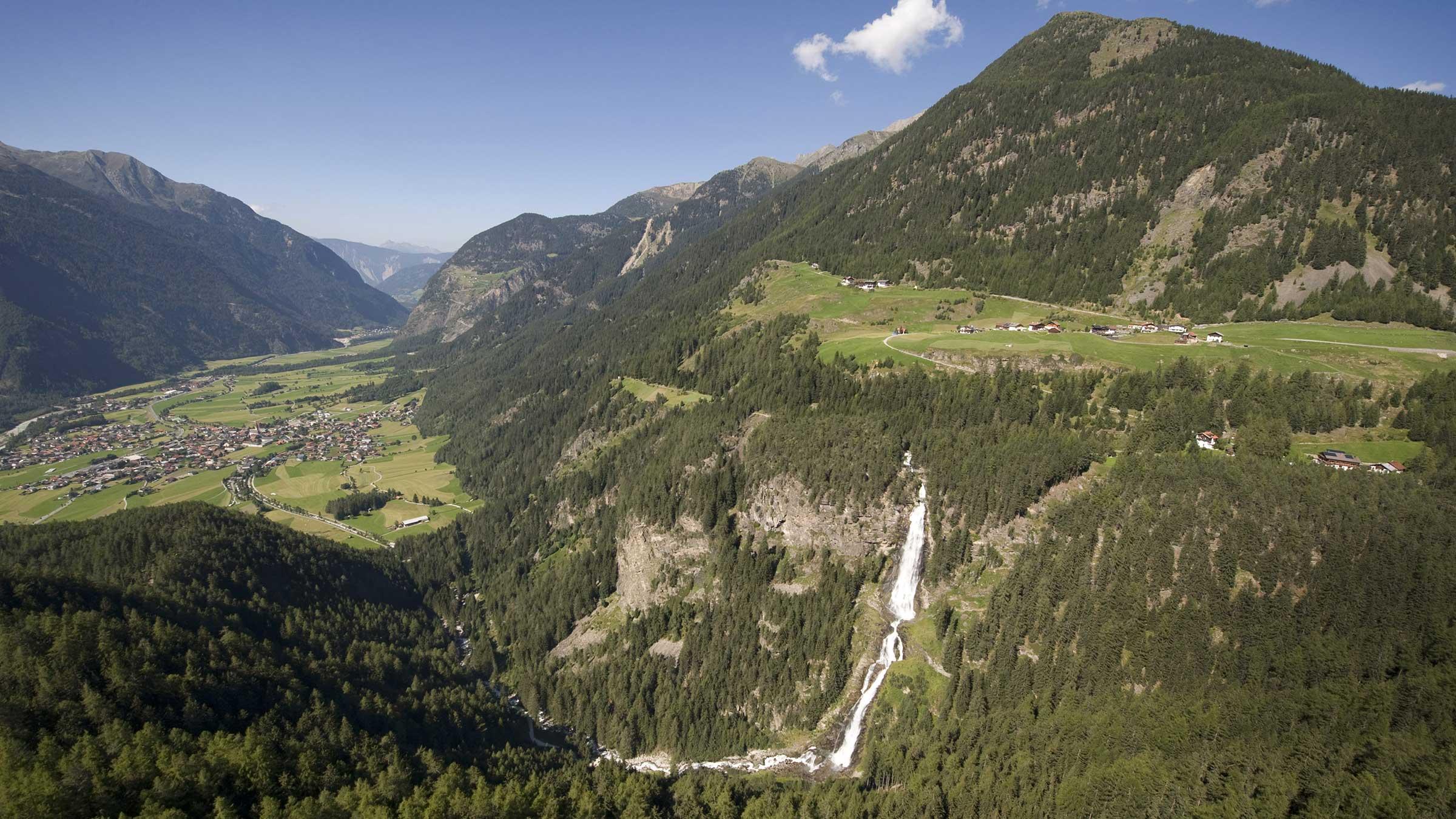 Blick auf Umhausen und den Stuibenfall - Naturpark Ötztal