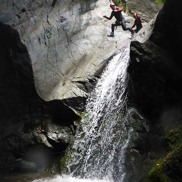 Action beim Canyoning - Canyoning und Rafting im Ötztal