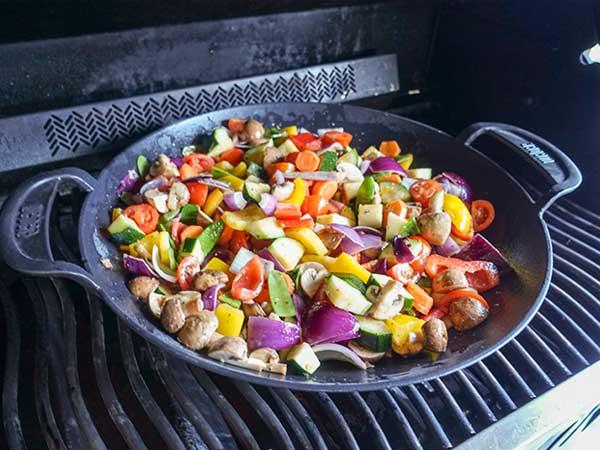 Gemüse in der Pfanne eignet sich hervorragend zum Grillen - Tiroler Grillmeisterschaft