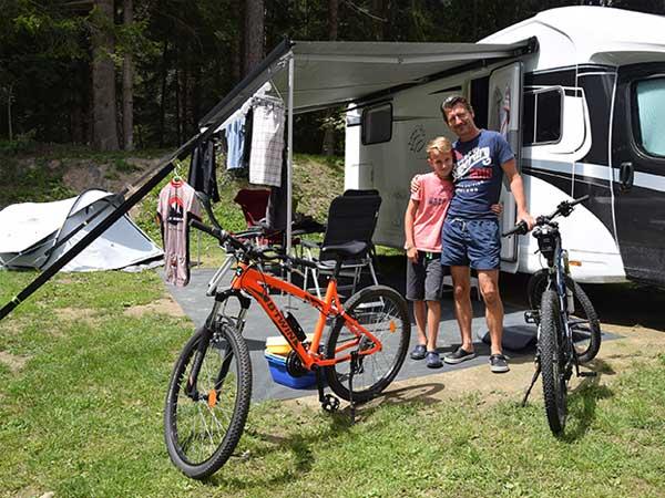 Dirk und Bent-Louis am Campingplatz Längenfeld - Camping im Ötztal