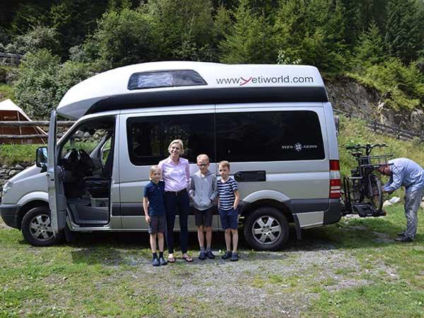 Tina und Familie am Campingplatz in Huben - Camping im Ötztal