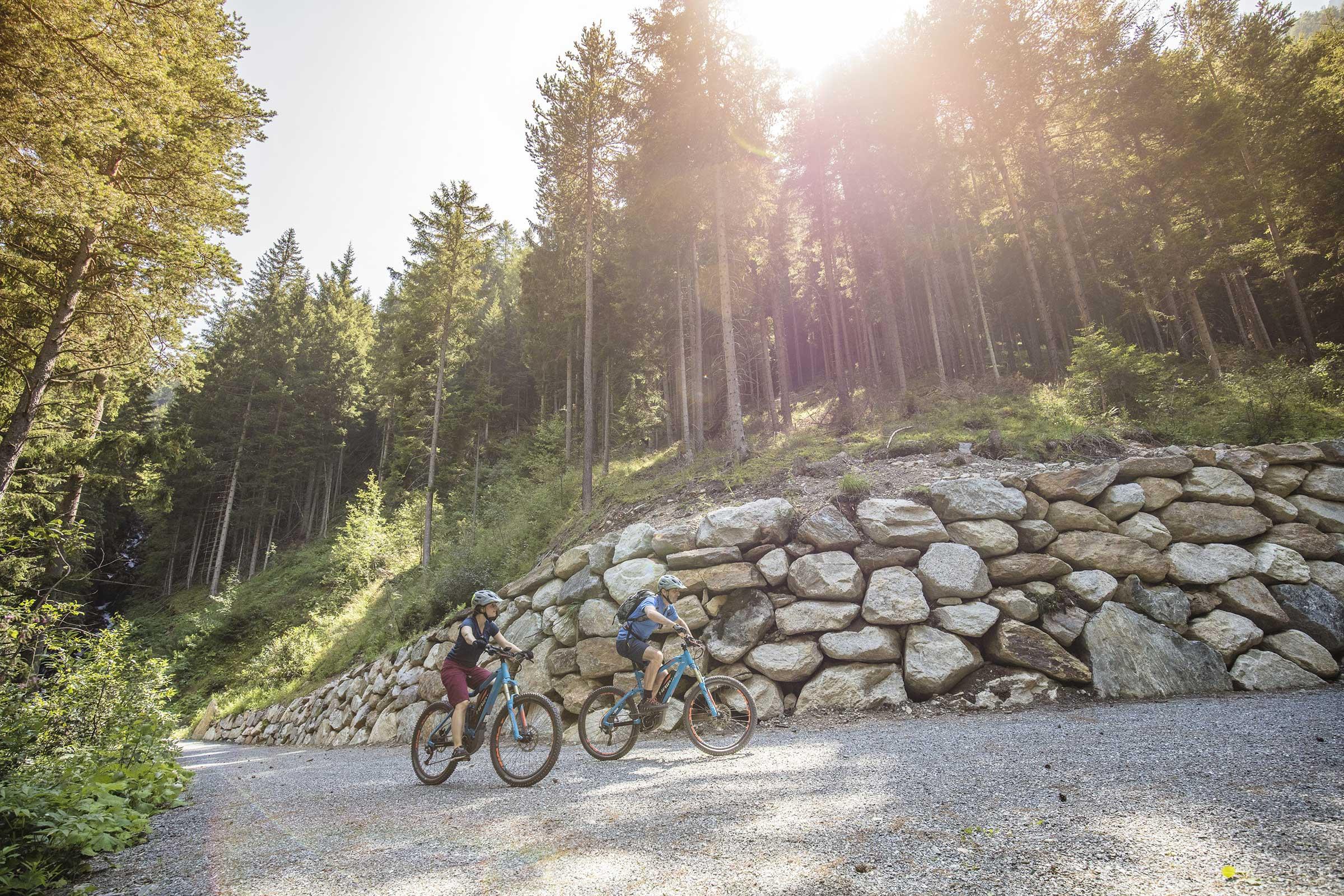 Entlang dem Ötztaler Radweg - E-Bike Ötztal