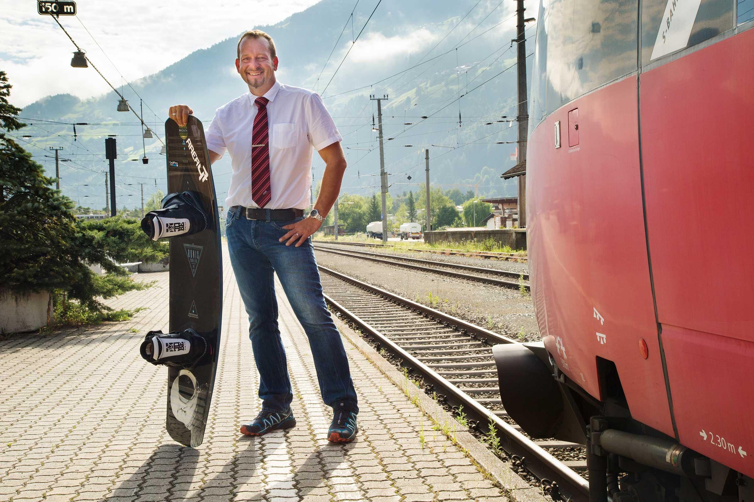 Lokführer Christoph mit Wakeboard - Area 47 Wake Area ÖBB