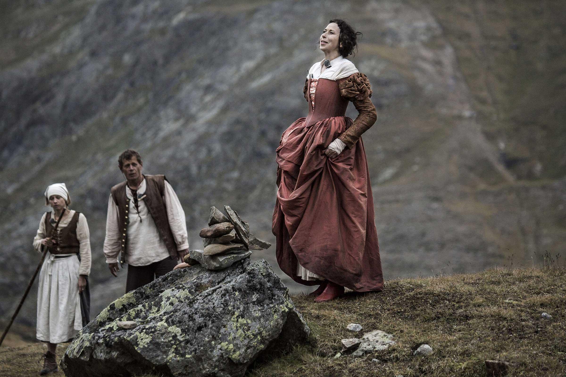 Schauspieler während Szene - Wandertheater Friedl mit der leeren Tasche
