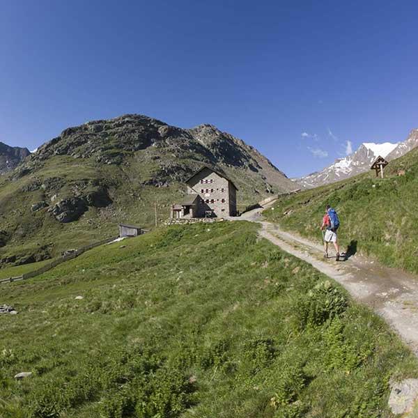 Martin-Busch-Hütte - Wandertheater Friedl mit der leeren Tasche