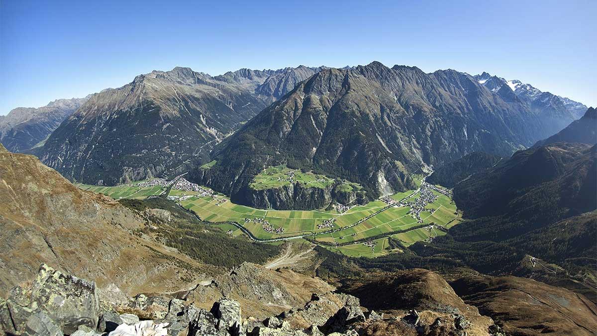 Blick auf Längenfeld - Orte im Ötztal