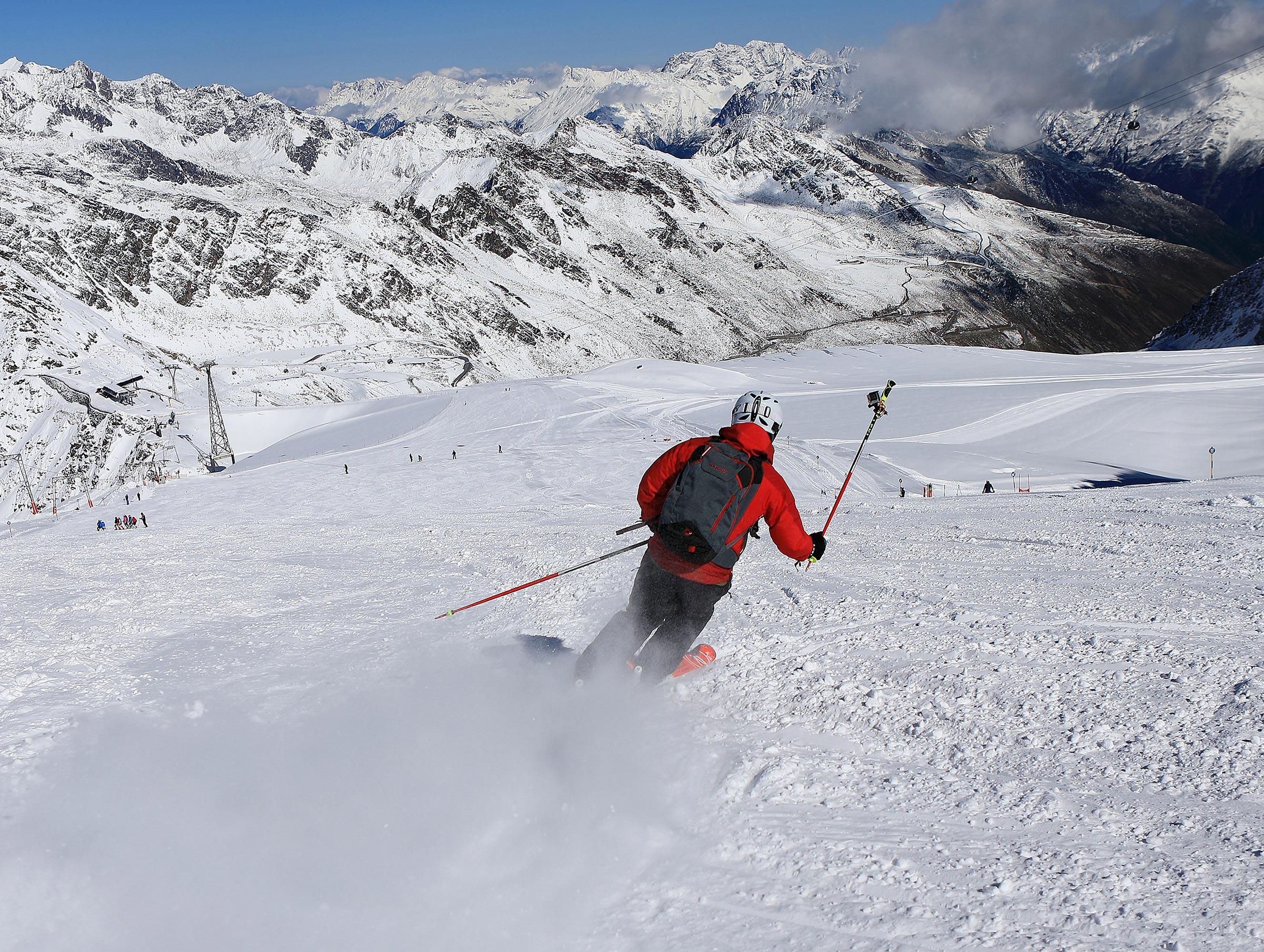 Skifahrer am Gletscher - Herbst im Ötztal