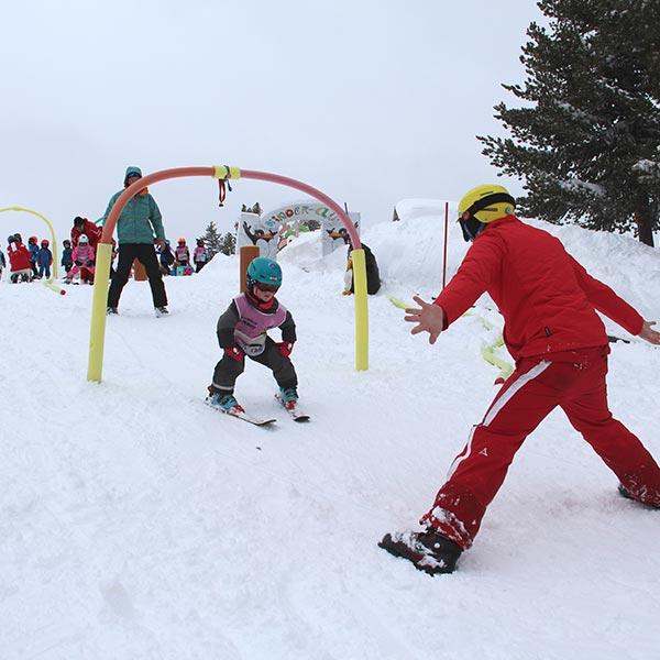 Kind und Skilehrer - Skiregion Hochoetz