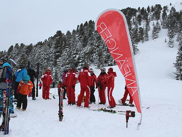 Am Sammelplatz: Einteilung der Skilehrer - Skiregion Hochoetz