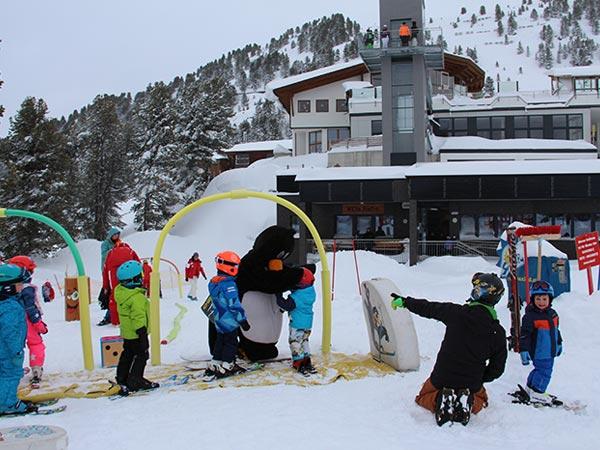Mit Pinguin Bobo macht alles noch viel mehr Spaß - Skiregion Hochoetz
