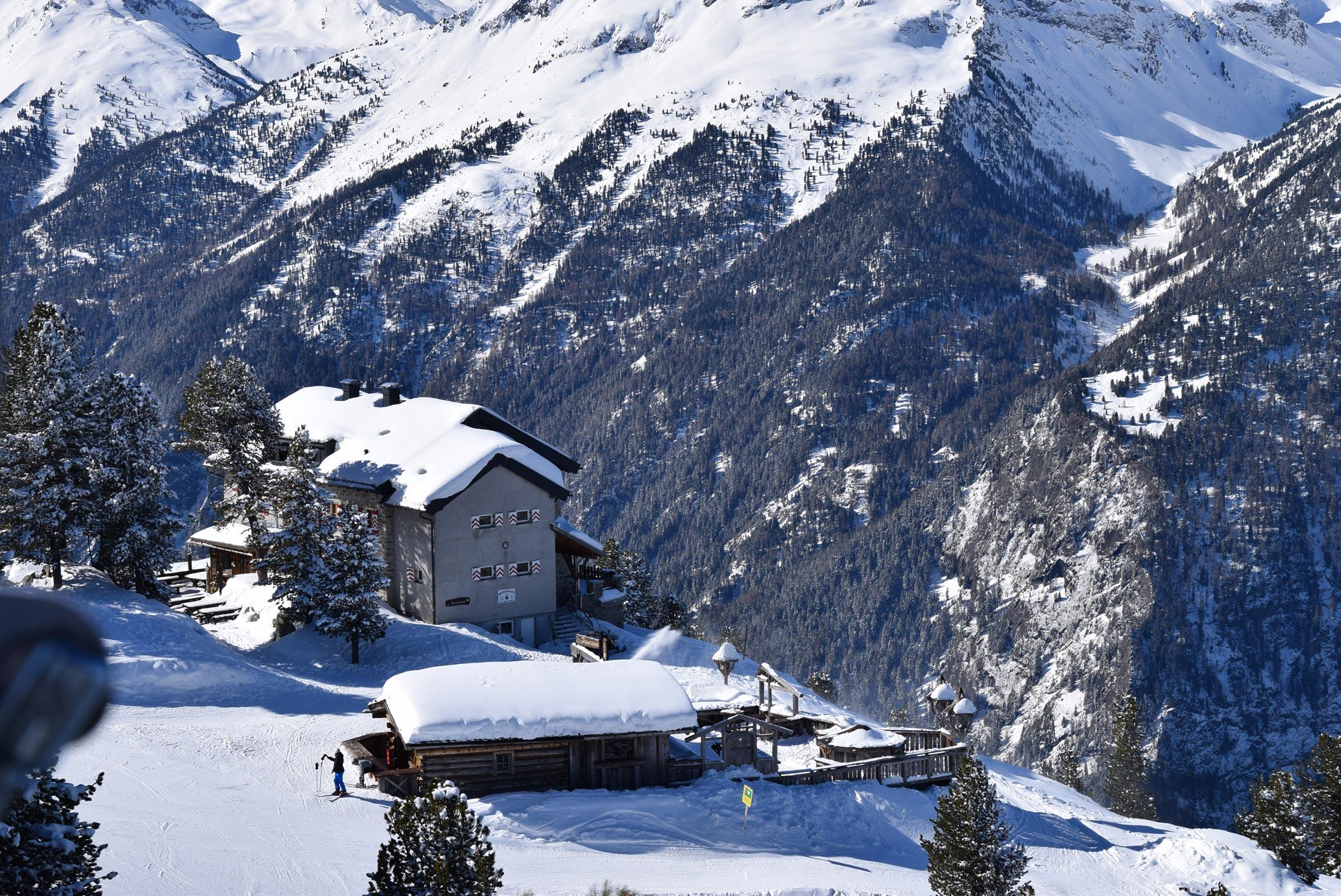 Blick auf Bielefelder Hütte - Skiregion Hochoetz
