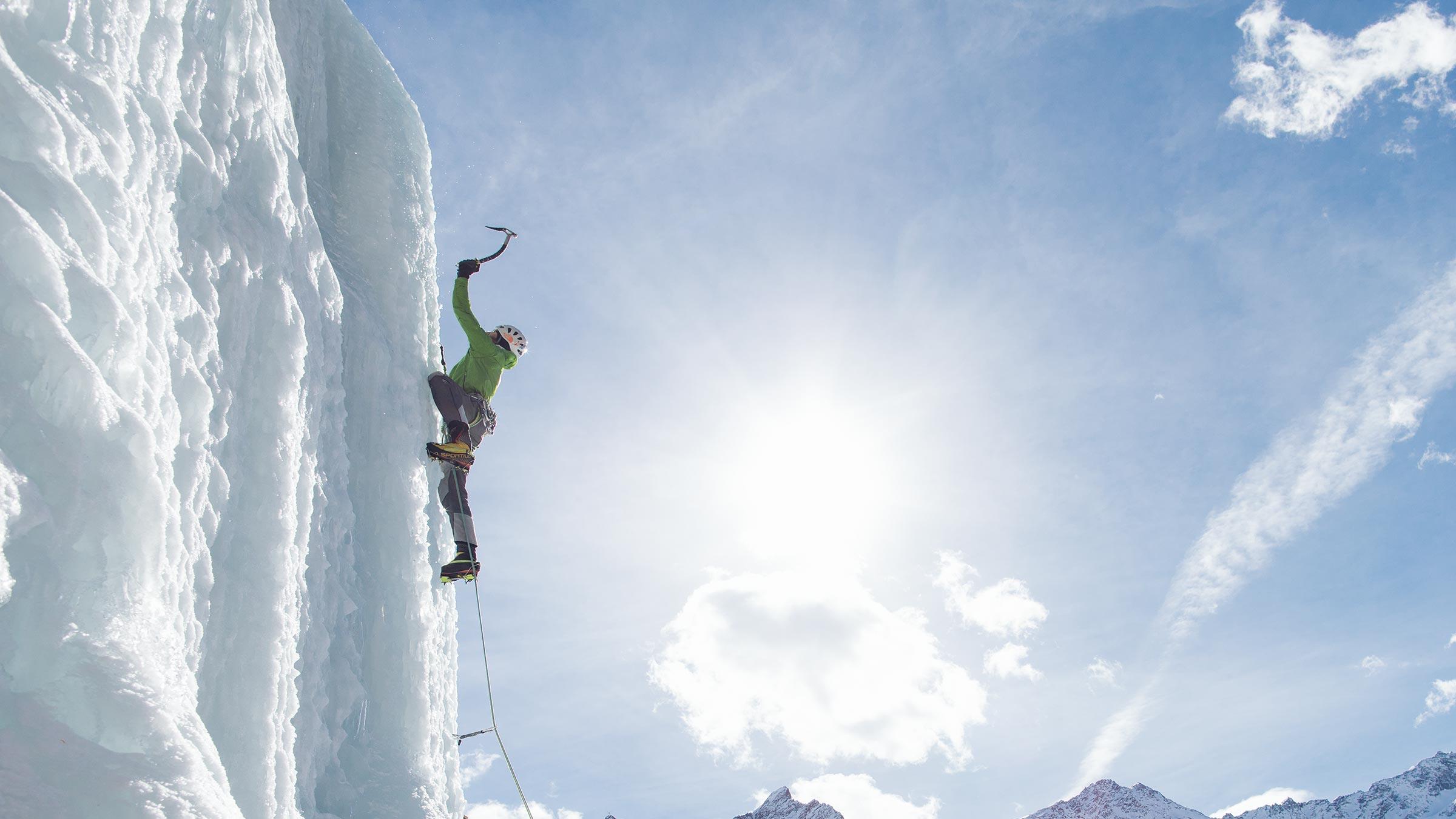 """Ziemlich """"cool"""": Ein Tag beim Eisklettern  Kopieren"""