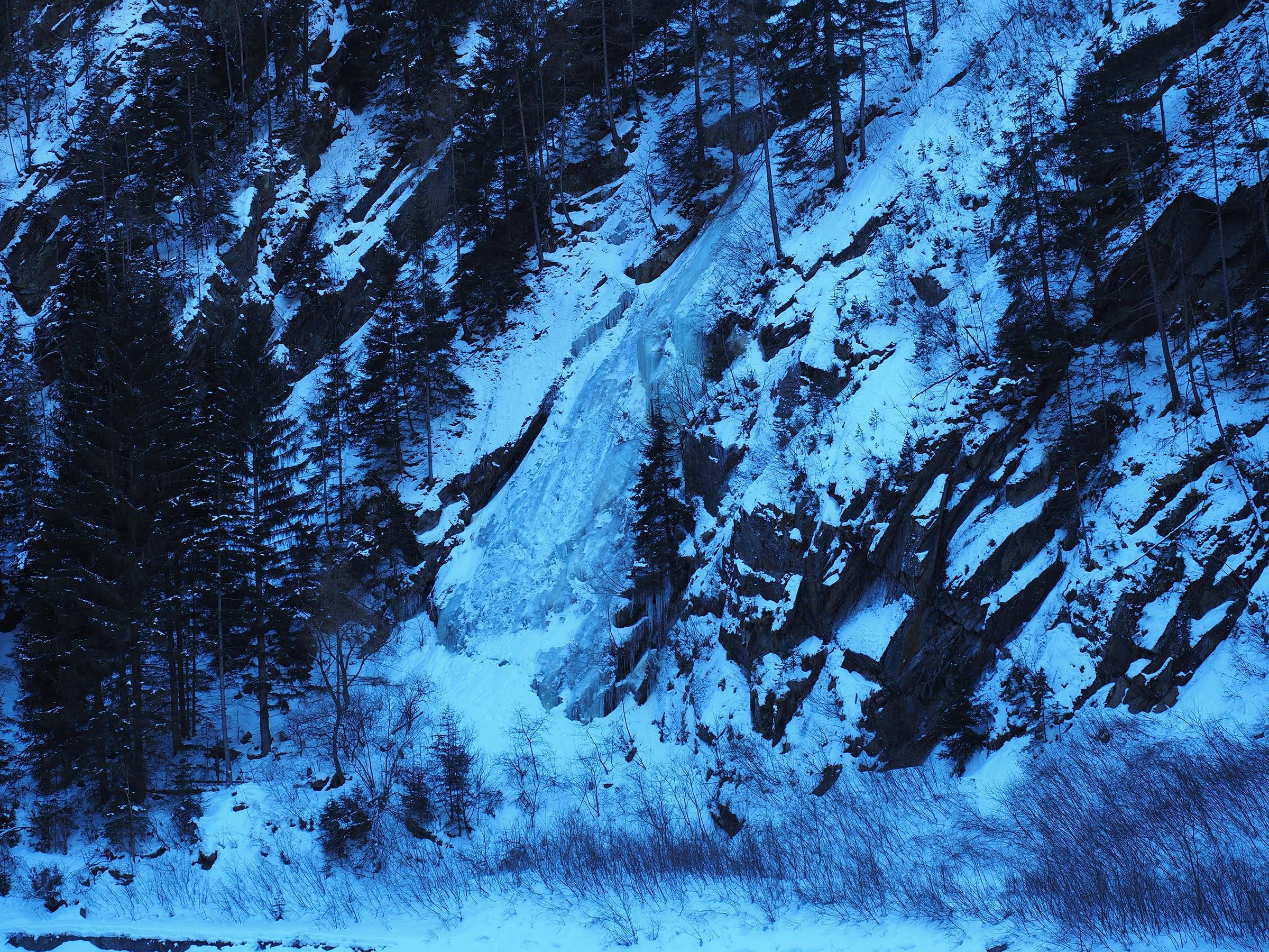 Vereister Wasserfall - Eisklettern Ötztal