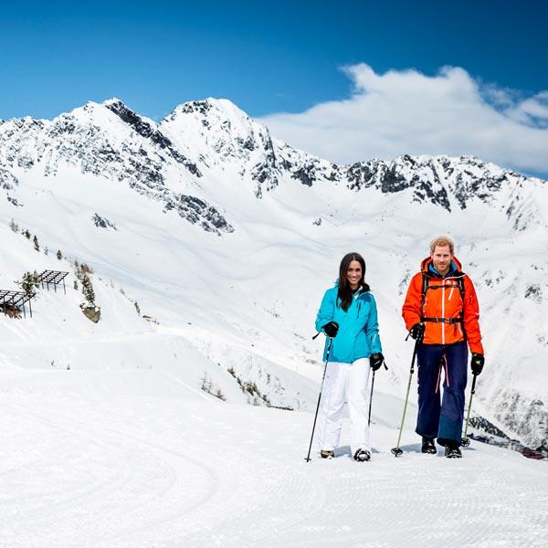 Paar beim Schneeschuhwandern - Ötztal