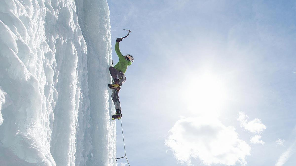 Hansjörg Auer beim Eisklettern - Eisklettern Ötztal