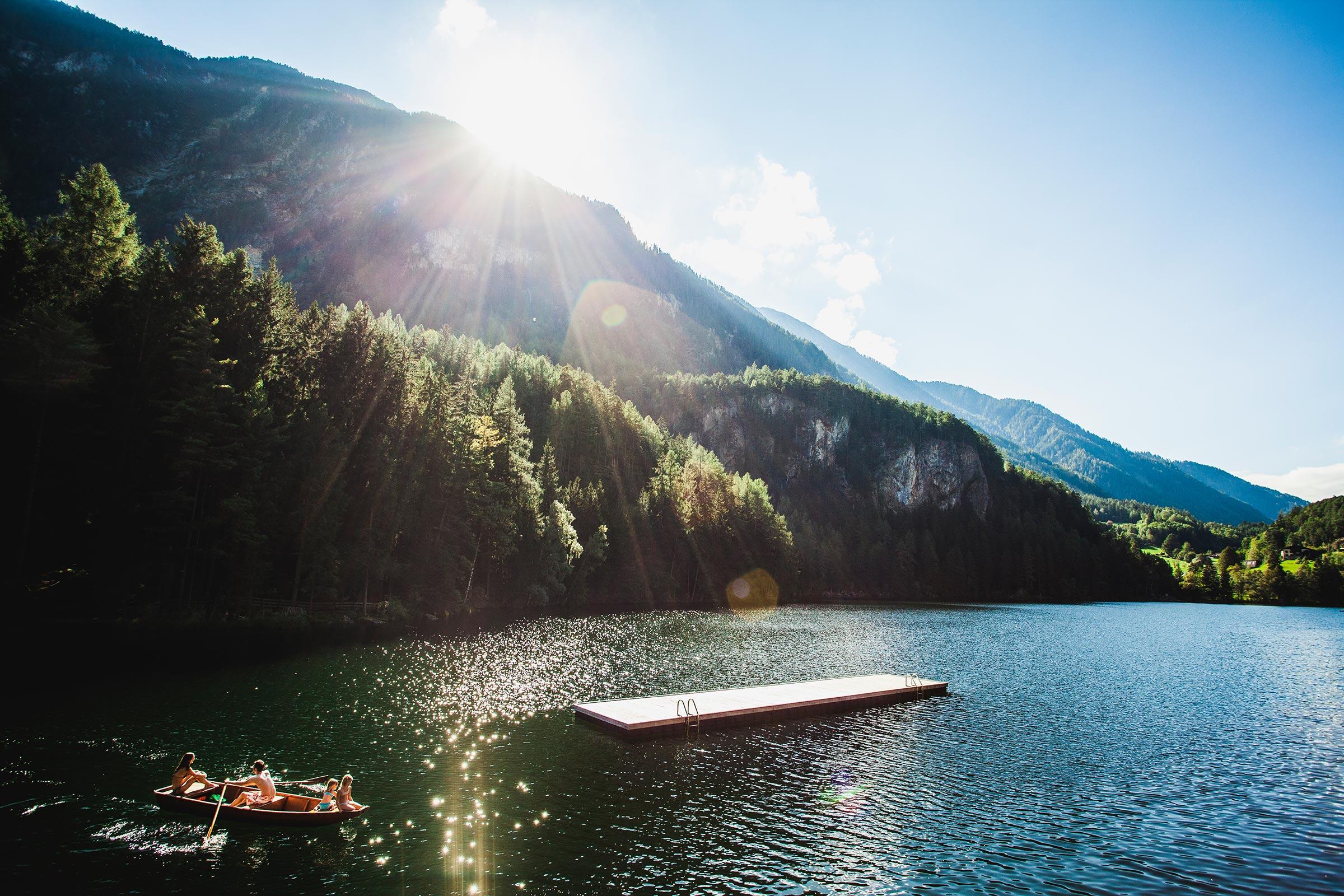 Ruderboot am Piburger See - Badeseen und Schwimmbäder Ötztal