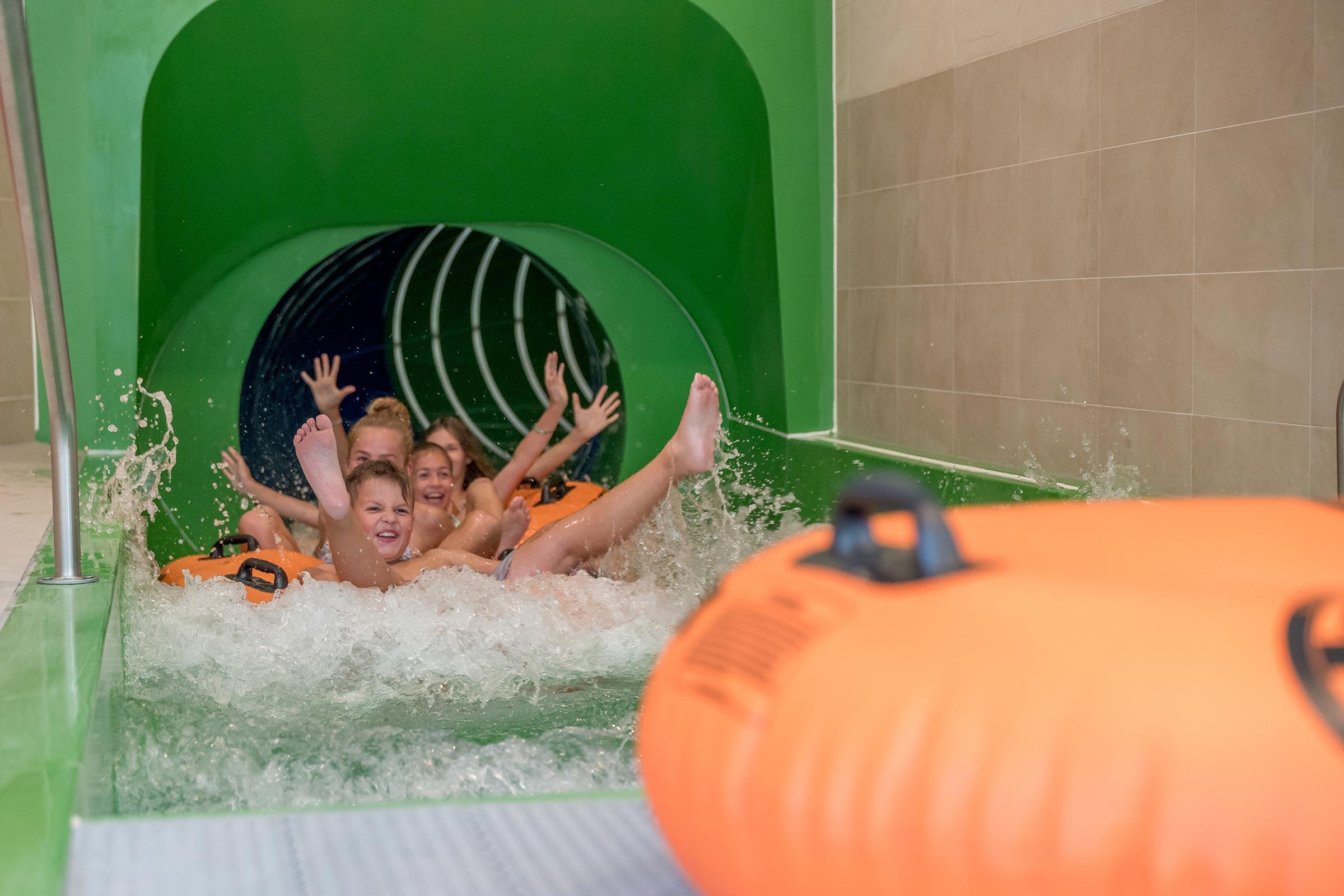 Reifenrutsche im Aqua Dome - Badeseen und Schwimmbäder Ötztal
