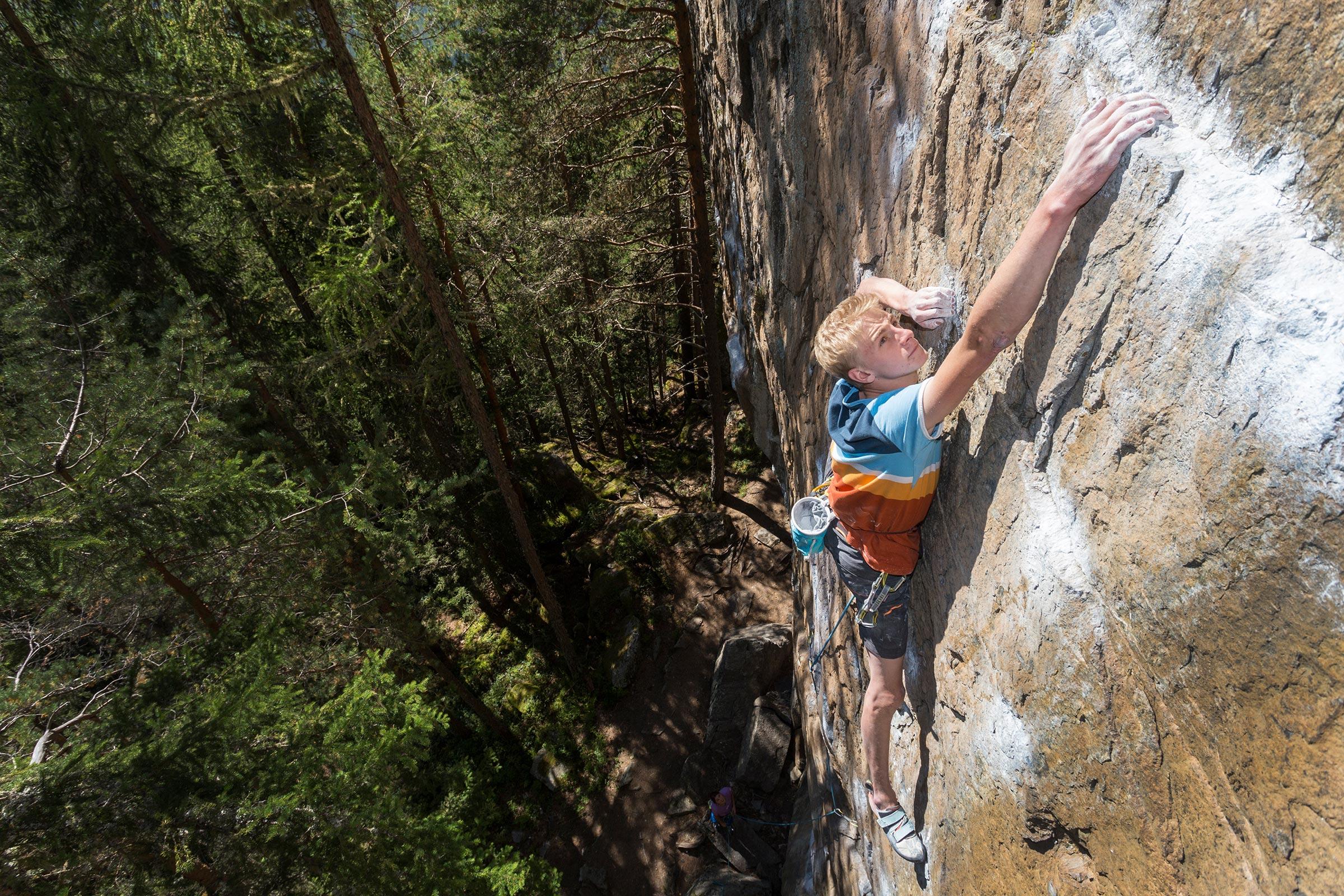Tobias Holzknecht beim Klettern in Niederthai - Klettern Ötztal