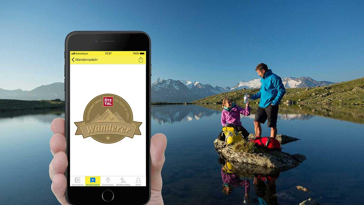Smartphone und Wanderer - Digitale Wandernadeln sammeln