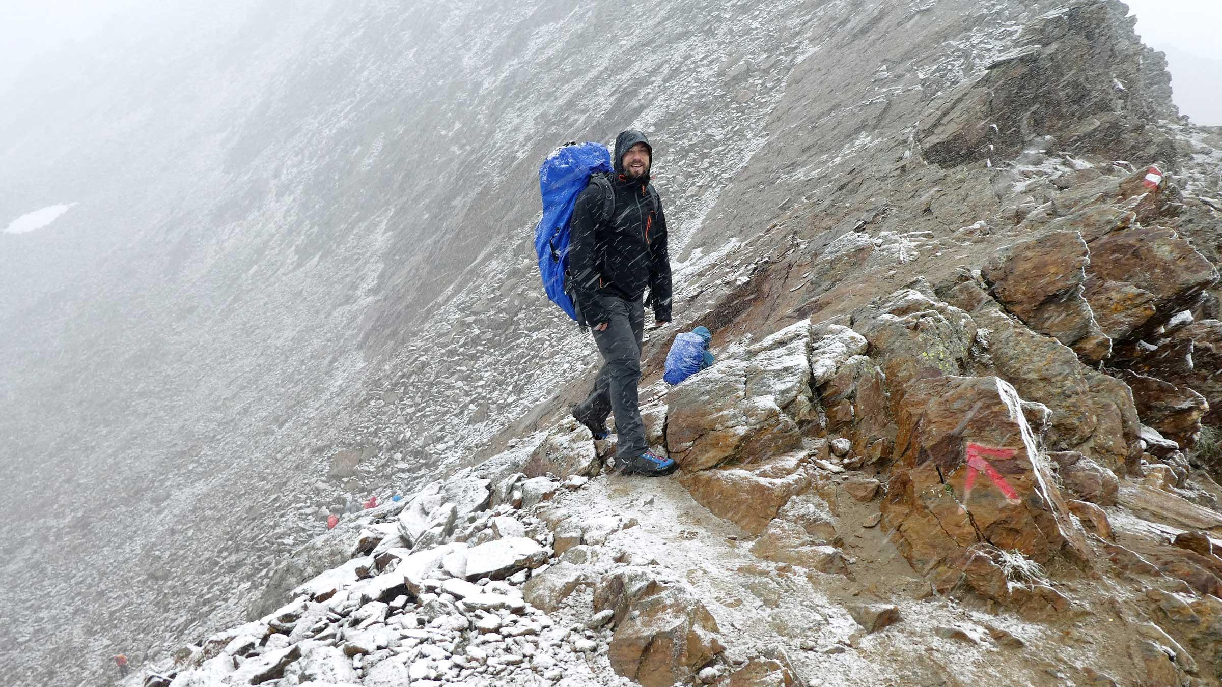 Bei Schneefall am Ramoljoch - Unterwegs auf dem Ötztaler Urweg