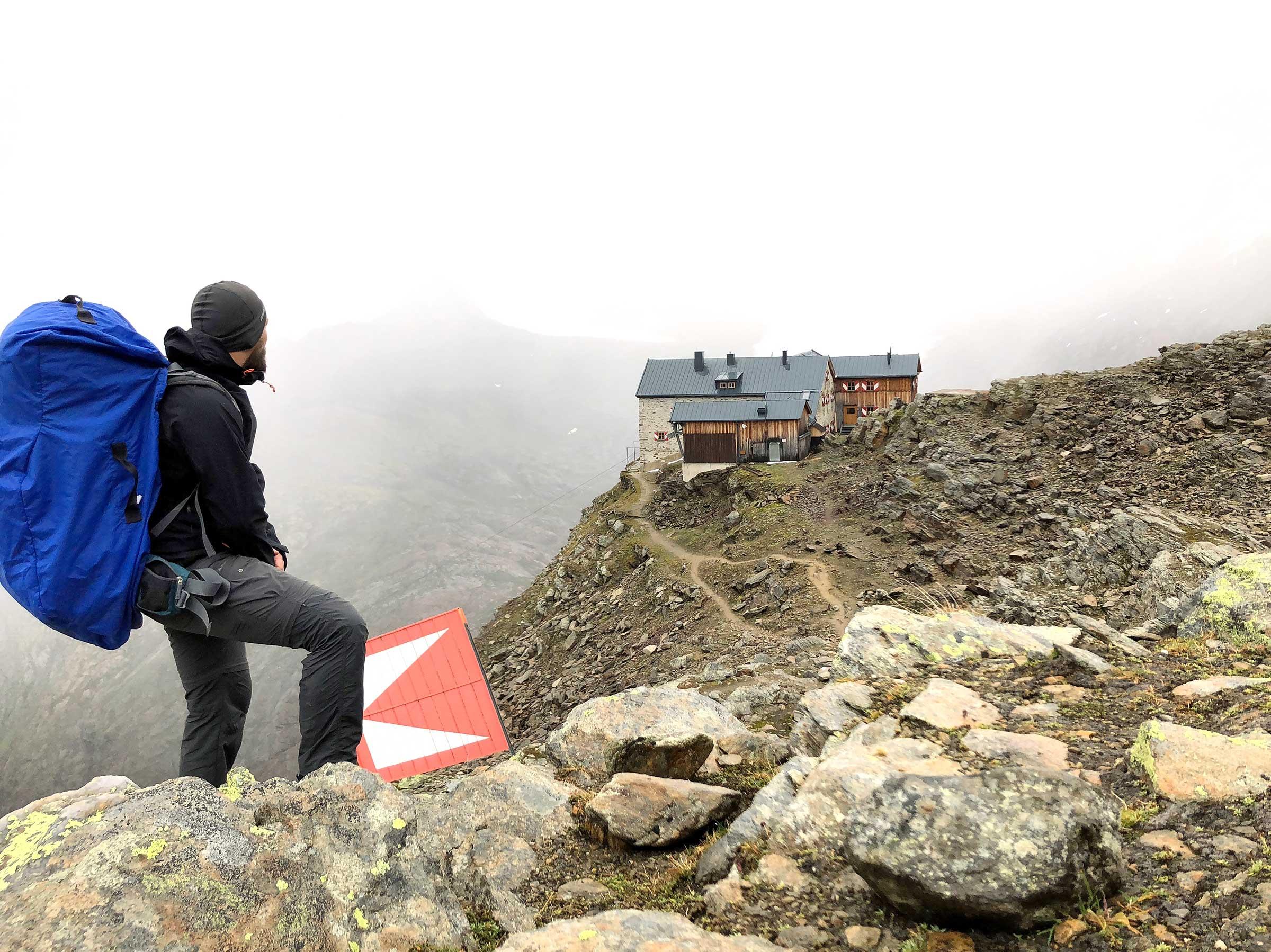 Blick auf das Ramolhaus - Unterwegs auf dem Ötztaler Urweg