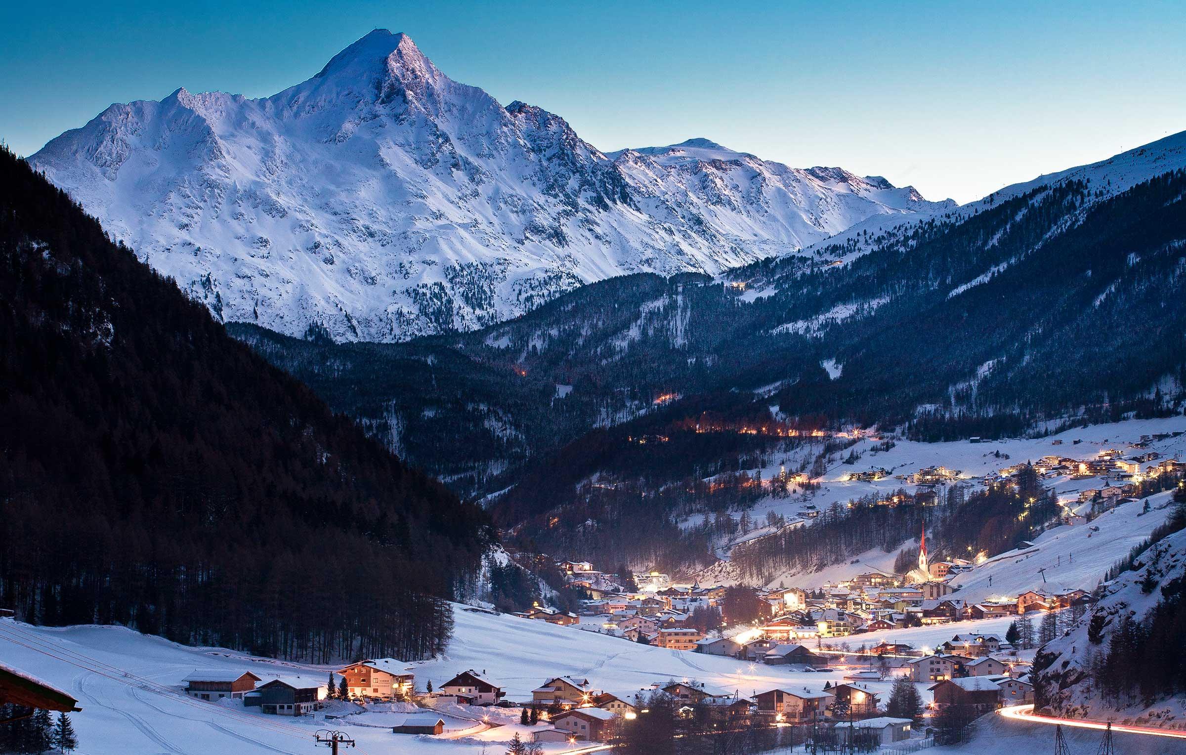 Blick auf winterliches Sölden - Skiurlaub im Ötztal
