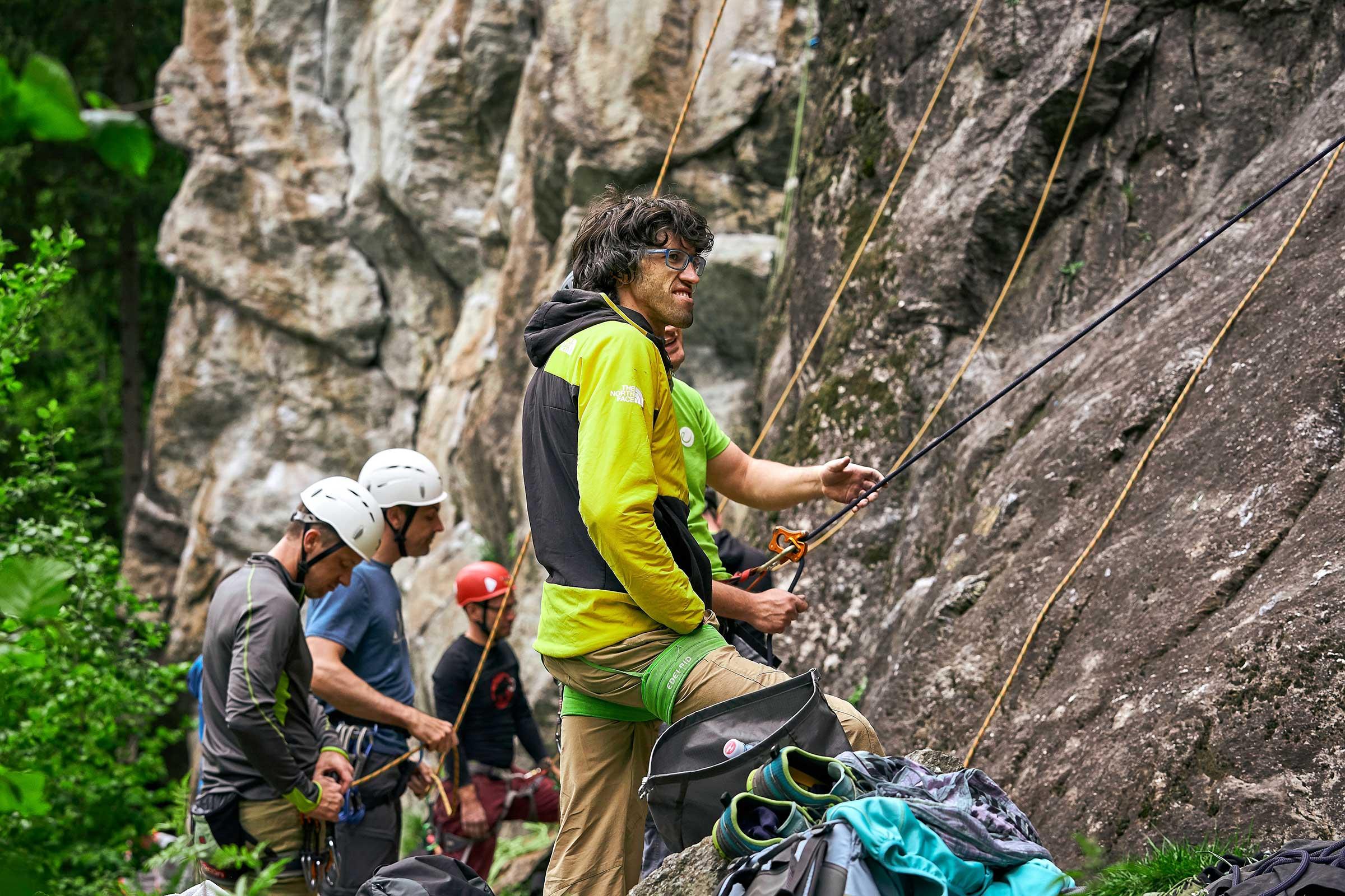 Hansjörg Auer beim Sichern während des Ötztaler Klettercamps - Abschied von den Besten