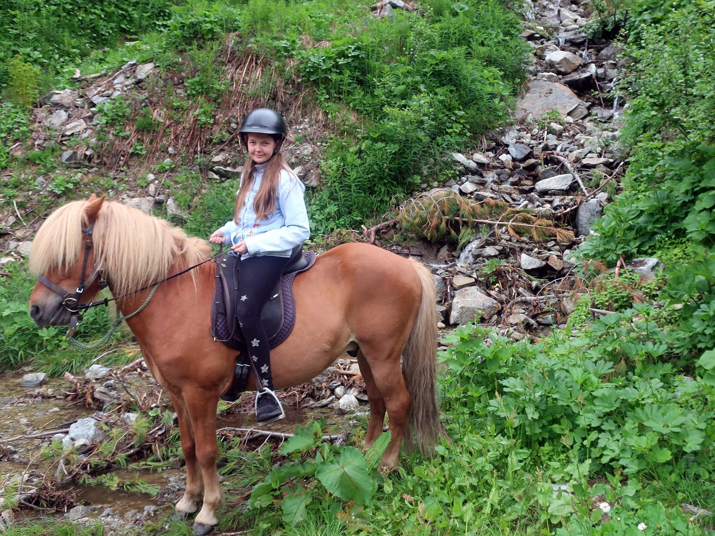 Wanderreiten Ochsengarten - Reiten, Kutschenfahrten und Streichelzoos Ötztal
