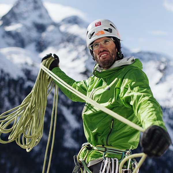 Hansjörg Auer beim Eisklettern nahe Längenfeld - Abschied von den Besten