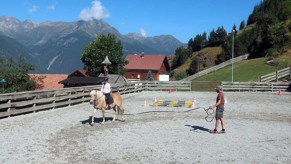 Reiten am Veitenhof in Niederthai - Reiten, Kutschenfahrten und Streichelzoos Ötztal