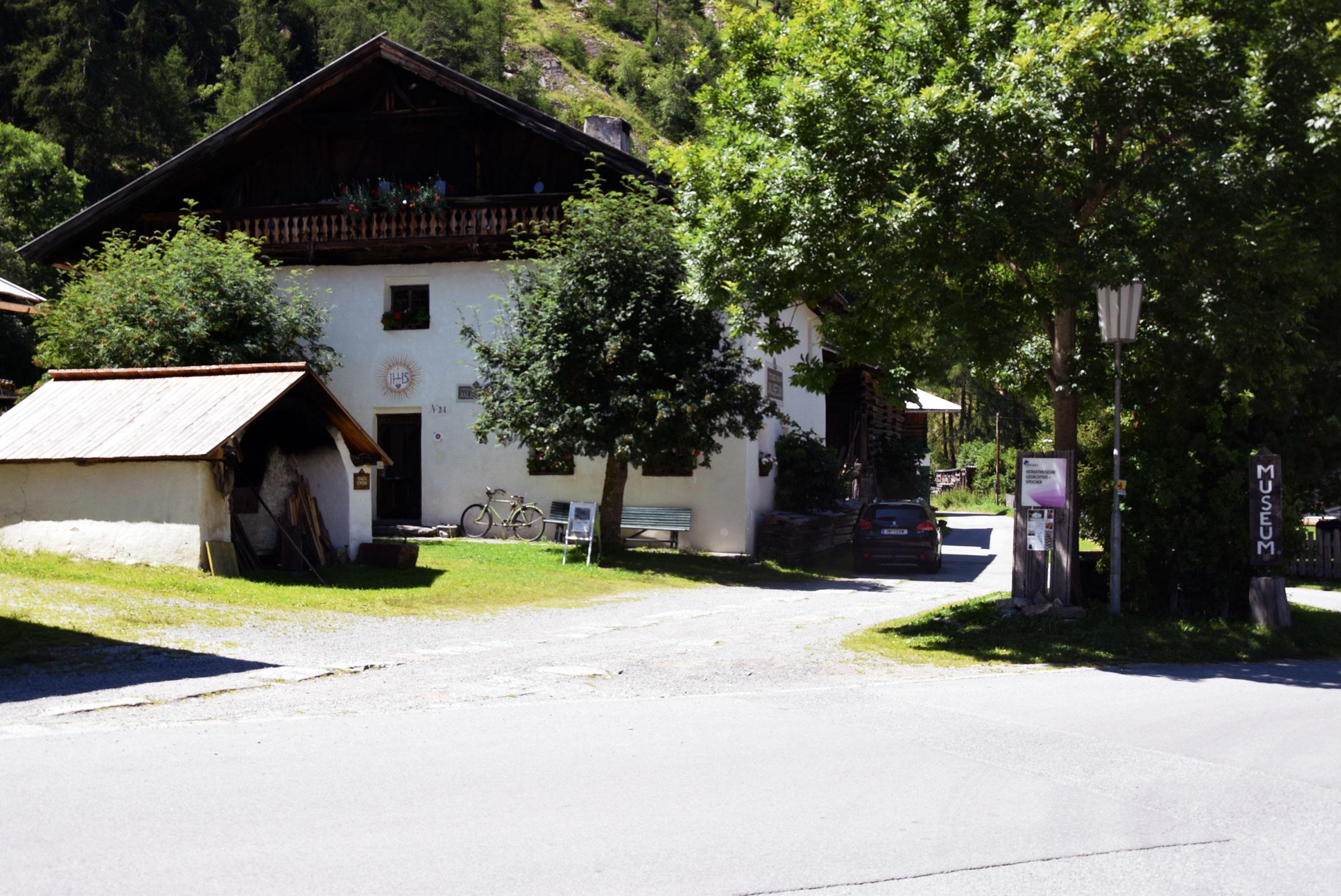 Backofen im Heimat- und Freilichtmuseum Längenfeld - Brot selbst backen im Ötztal