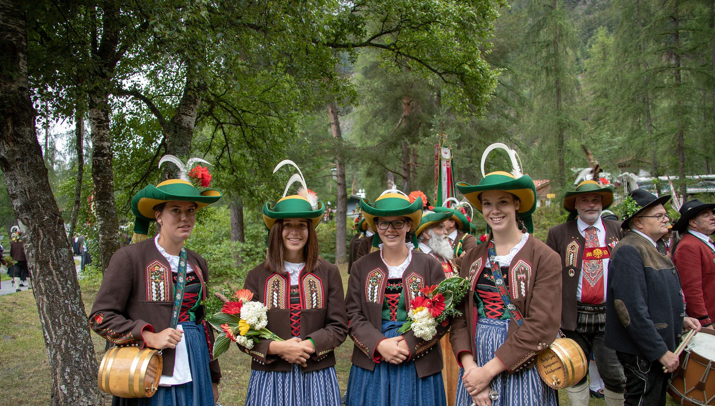 Marketenderinnen - Brauchtum Ötztal Tirol